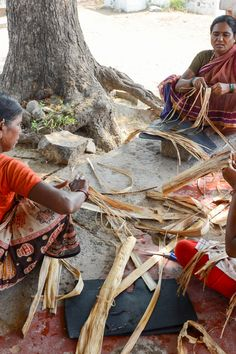 Story: The dried banana leaves are spliced into narrow strips which will then be rolled by hand and joined to make the rope. Blanket Basket, Banana Leaves, Square Blanket, Weaving Art, Pulled Pork, Hand Crochet, Fiber, Artisan, Ethnic Recipes