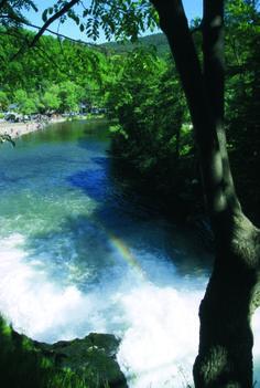 Cascade de Coo. Prachtige foto met regenboog!