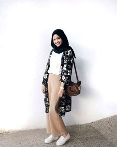29 Super Ideas For Style Inspiration Casual School Outfits Hijab Casual, Hijab Chic, Casual Chic, Casual Outfits, Fashion Outfits, Ootd Hijab, Floral Outfits, Casual Shirts, Fashion Ideas