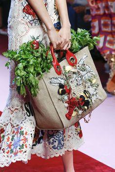 Dolce And Gabbana, Primavera/Verano Milán, Womenswear Fashion Bags, Fashion Shoes, Dolce Gabbana, Jute Bags, New Bag, Spring Summer 2018, Handmade Bags, Fashion Pictures, Women Wear