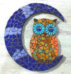 Buho mosaico Owl Mosaic, Mosaic Tray, Mosaic Tile Art, Mosaic Pots, Mosaic Birds, Mosaic Artwork, Mosaic Garden, Mosaic Crafts, Mosaic Projects