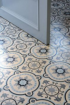 Israeli house - New Deko Sites Tiled Hallway, Hallway Flooring, Vinyl Flooring, Floor Design, Tile Design, House Design, Victorian Hallway, Hallway Inspiration, Hallway Designs