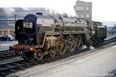 Shooting Star 70029 at Bristol Temple Meads in 1961 Diesel Locomotive, Steam Locomotive, Steam Railway, Abandoned Train, Train Pictures, British Rail, Old Trains, Train Engines, Steam Engine