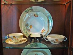 China cabinets are meant to be a beautiful display of your favorite dinnerware. I& show you step by step how to makes yours the star of your dining room. China Display, Plate Display, China Cabinet Decor, China Cabinets, Dining Room Hutch, Plate Stands, Easels, Dinnerware, Diy Home Decor