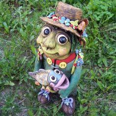 vodník dekorace do zahrady - Hledat Googlem Garden Sculpture, Scary, Creatures, Outdoor Decor, Im Scared, Macabre