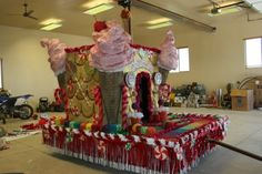 Angela's Two angels: Candy Land Parade Float Christmas Float Ideas, Christmas Parade Floats, Christmas Fun, Christmas Poems, Homecoming Floats, Gingerbread Decorations, Gingerbread Houses, Candy Land Theme, Fall Carnival