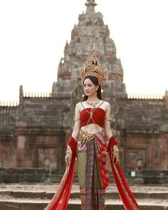My Favorite Beaches and Islands on Thailand's Eastern Seaboard Traditional Thai Clothing, Traditional Fashion, Traditional Dresses, Thai Fashion, Foto Fashion, Thailand Costume, Costume Ethnique, Thai Wedding Dress, Thai Dress