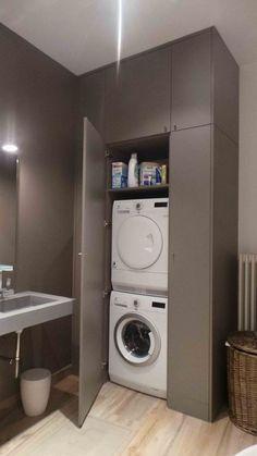 regardsetmaisons: Comment installer un lave linge dans une petite salle de bain avec un petit budget Laundry Room Cabinets, Laundry Room Storage, Laundry Room Design, Laundry In Bathroom, Small Bathroom, Budget Bathroom, Laundry Rooms, Bathroom Renovations, Bathroom Interior Design