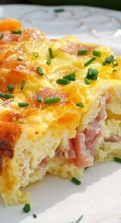 Baked Ham and Cheese Omelet: an easy breakfast casserole that's perfect for a holiday brunch, an easy breakfast, or even weeknight dinners!