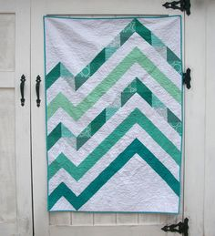 Love the concept of this fractured zig zag - from St. Louis Folk Victorian // Kristy Daum