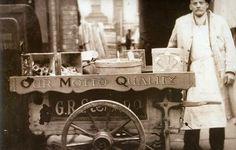 Gran Bretagna, Inghilterra, Wrexam, 1945. Un carretto dei gelati di un gelataio italiano (Archivio della Fondazione Paolo Cresci )