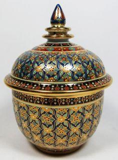 """Potiche de porcelana tailandesa """"BENJARONG"""" na cor branca, esmaltado e vitrificado em floral"""