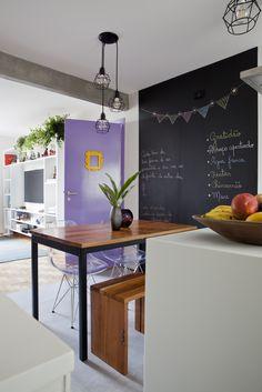 Parede de lousa na cozinha - muito útil para deixar recados e customizar os ambientes.
