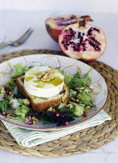 La Cucharina Mágica: Ensalada de tosta de queso de cabra con granada y nueces. Pon una ensalada en tu verano