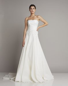 Slim strapless wedding dress in lighter A-line and decorative embroidery on the upper part of Giuseppe Papini