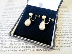 Teardrop Earrings Non Pierced Ivory Pearl Jewelry 1960s Vintage Classic Style Mid Century Bridal Accessories Wedding Wear Elegant Earrings