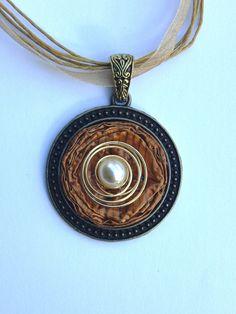 Medaillons - Medaillon aus Nespressokapseln mit Organzaband - ein Designerstück von schmuckkreation-petra bei DaWanda