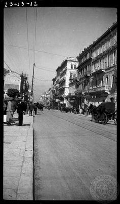 Athens. [Stadiou street] 1923; Dorothy Burr Thompson. #solebike #Athens #e-bike #sightseeing Vintage Pictures, Old Pictures, Old Photos, My Athens, Athens Greece, Greece History, Greece Pictures, Greek Islands, Santorini