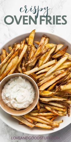 Perfectly crisp homemade fries right out of your oven!! These crispy oven fries are restaurant quality and full of flavour made right at home without a deep fryer. Side Dishes Easy, Vegetable Side Dishes, Side Dish Recipes, Vegetable Recipes, Easy Dinner Recipes, Vegetarian Recipes, Easy Meals, Potato Recipes, Veggie Side