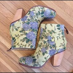 Floral Rag & Bone Newbury Boot Floral print on suede. Lightly used. No damage. Great condition. R&B's most popular boot in a beautiful pattern. Comes with box. rag & bone Shoes Ankle Boots & Booties