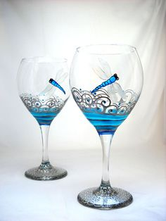 Personalized wine glasses hand painted with turquoise dragonfly featuring pewter scrolled waves with turquoise accents on each glassware goblet. Wine Glass Crafts, Wine Craft, Wine Bottle Crafts, Decorated Wine Glasses, Hand Painted Wine Glasses, Bottle Painting, Bottle Art, Wine Bottle Glasses, Wine Goblets