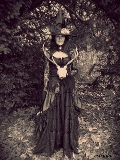 The Witch Prepares For Halloween by *Estruda