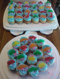Gummy dinosaur cupcakes
