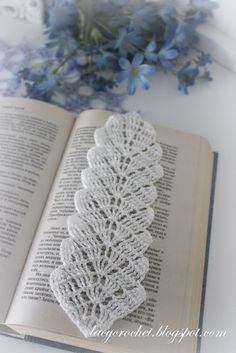 Lacy Crochet: Crochet Leaf Bookmark, Free Pattern