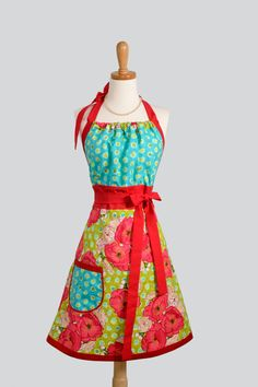 i love aprons. isnt this one cute?