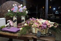 Sombrereras vintage de madera personalizadas para regalo y decoradas con flores El Taller de Joan