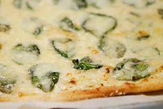 Eerst Koken: Pizza van Tante Fanny met gepofte knoflook en fontina