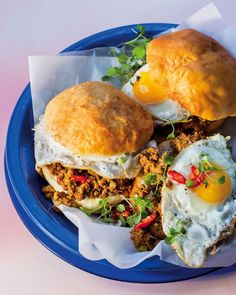 Vetkoek with curried mince and fried egg - MyKitchen