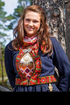 wish we all wore clothes like this all the time Folk Costume, Costumes, Coloured People, Ethnic Dress, Love Culture, Bridal Crown, World Cultures, Little Red, People Around The World