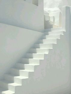 Inspiratie: witte trap Pure Style Home: New House Plans: The Stairs