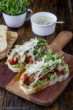 Chicken Recipes : Chicken & avocado sandwich with snow pea sprouts & semi-dried tomatoes I Love Food, Good Food, Yummy Food, Chicken Avocado Sandwich, Chicken Avacado, Salad Sandwich, Chicken Salad, Tomato Sandwich, Cooking Recipes