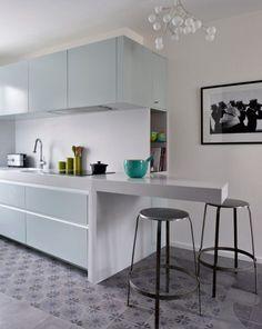 #tiles #kitchens #carreaux de ciment  le mélange réussi du minimalisme des façades de la cuisine avec le charme des carreaux de ciment