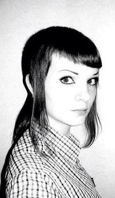 Image shared by Berenice Alcazar. Find images and videos about girl, skin and skinhead on We Heart It - the app to get lost in what you love. Chica Skinhead, Skinhead Girl, Skinhead Fashion, Skinhead Style, Chelsea Cut, Chelsea Girls, Skinhead Haircut, Skin Head, Black And White