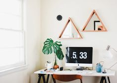 Geometric Wall Mirror // Reclaimed Wood Triangle Frame // Rustic Chic Decor op Etsy, 90,65 €