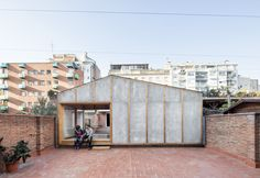 The issue here is the construction of a pavilion on a roof terrace to complement the uses of a small apartment. A second living room and a studio bedroom.   The pavilion is placed transversely on the terrace, of elongated proportions, and segments it, thus