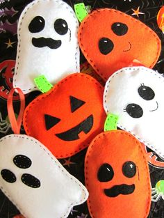 Super quick and easy pattern to make Halloween softies from felt. No sewing machine required. Good for beginners, stitch glossary included. Ghosts and Pumpkins with multiple face designs and 3 pumpkin shapes. Mom, Dad, Kids and more included. Make an adorable Family in no time! Perfect as a party favor or add optional hanger as a banner or ornament.  Face Design Options included: - Dad: Moustache & Monocle - Mom: Eyelashes & Purse - Boy: Bow Tie (see last photo) - Girl: Hair Bow…