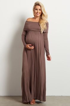 Stock up on warm essentials as we move toward fall and winter. This cowl neck long sleeve maternity maxi dress will give the comfortable, stylish look you want day or night while saving you from the cool, crisp air thanks to its long sleeves.
