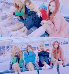BLACKPINK 블랙핑크 Jennie Lisa Rosé Jisoo ❤❤ x Reebok Club C