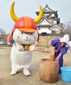 Hikonyan is making mochi (rice cake) for the new year at Hikone Castle, Shiga, Japan 彦根城とひこにゃん
