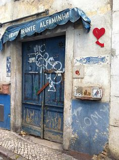 Inpiración Bilbao, Chalkboard Quotes, Art Quotes, Travel, Doors, Viajes, Trips, Tourism, Traveling
