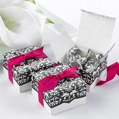 Boîte à dragées motif dentelle noir et ruban fuchsia mariage baroque