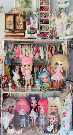 SUNDAY DOLLIE SHELF