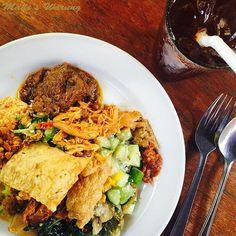 Now you're eating!  by @bestinbali  Call (0361) 732 130 to make a booking today or visit www.madeswarung.com  #madeswarung  __________________________________________  #foodies #lunch #food #wheninbali #nasicampur #buzzfeast #baliisland #kulinerbali #balibagus #bali #history #foodies #lunch #food #wheninbali #nasicampur #spices