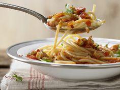 Pasta mit Tomatensauce und Räuchertofu | Kalorien: 574 Kcal - Zeit: 30 Min. | eatsmarter.de