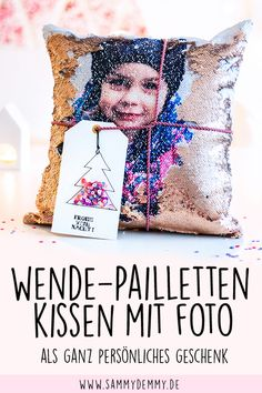 Sequin pillow as a great photo gift & DIY card-Pailletten-Kissen als geniales Fotogeschenk & DIY Karte Photo Gifts // Make Photo Gifts // Photo Gifts Girlfriend // Christmas Gift Ideas // Grandparent Gift Idea // Gift Mom // Gift Dad - Diy Gifts For Mom, Christmas Gifts For Girlfriend, Diy Gifts For Boyfriend, Daddy Gifts, Cute Gifts, Grandparents Christmas Gifts, Grandparent Gifts, Diy Christmas Gifts, Christmas Cards