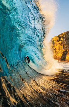 Surfing holidays is a surfing vlog with instructional surf videos, fails and big waves No Wave, Surf Van, E Skate, Big Wave Surfing, Huge Waves, Waves Photography, Surfing Pictures, Sea And Ocean, Sports Art